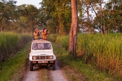Tourists-in-jeep-1c